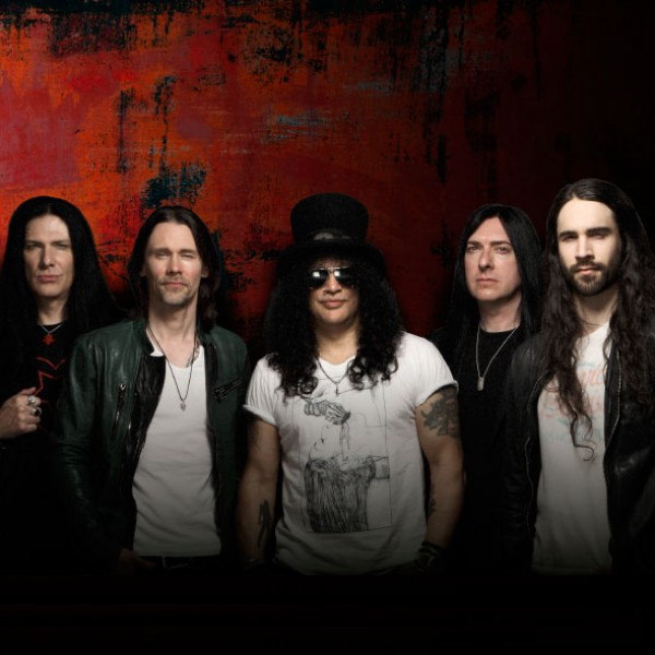 Slash  junto a Myles Kennedy & The Conspirators